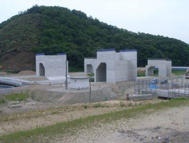 大和建設株式会社 平成22年 鳥取西道路有富川橋下部
